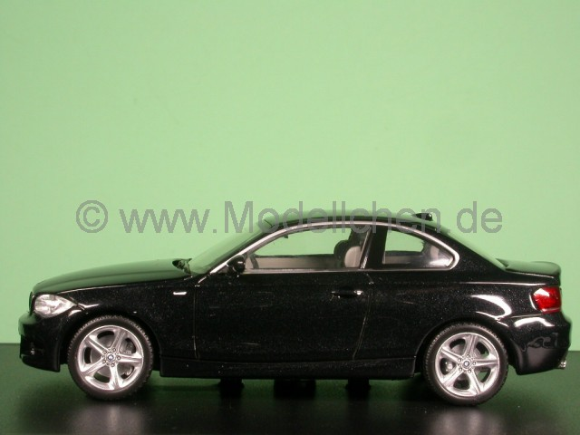 bmw e82 1er coupe schwarz modellauto minichamps 1 43. Black Bedroom Furniture Sets. Home Design Ideas