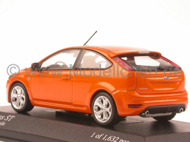 ford focus st 08 orange modellauto minichamps 1 43. Black Bedroom Furniture Sets. Home Design Ideas