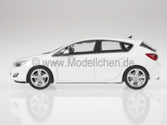 opel astra j 2012 5d weiss modellauto 400049001 minichamps 1 43. Black Bedroom Furniture Sets. Home Design Ideas