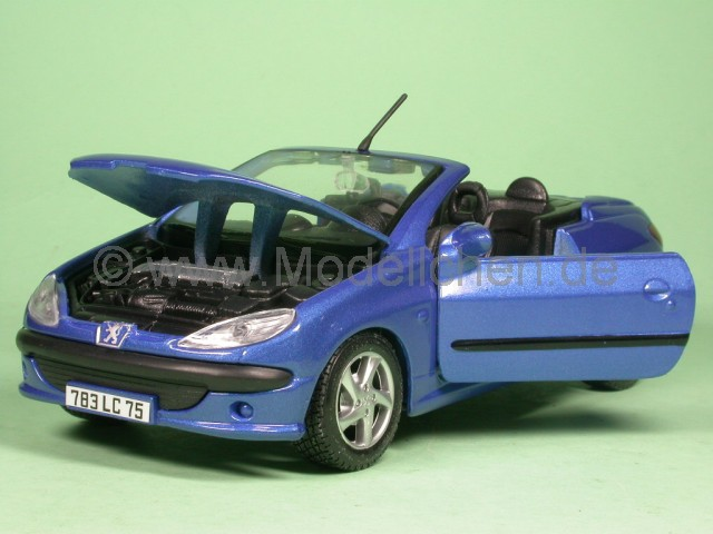 peugeot 206 cc blau modellauto maisto 1 24. Black Bedroom Furniture Sets. Home Design Ideas