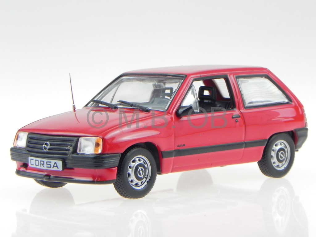 opel corsa a rojo coche en miniatura en vitrina acrilica 1 43 ebay. Black Bedroom Furniture Sets. Home Design Ideas