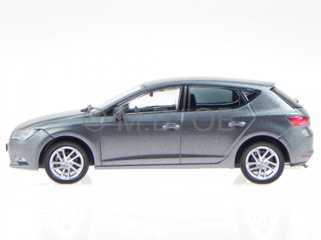 seat leon fr 2013 grau modellauto 1 43 ebay. Black Bedroom Furniture Sets. Home Design Ideas