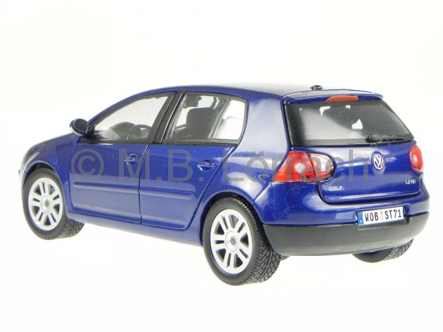 vw golf 5 5 t rer blau modellauto bburago 1 18 ebay. Black Bedroom Furniture Sets. Home Design Ideas